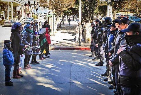Acusan a Macri, Bullrich y funcionarios chubutenses por represión a mapuches