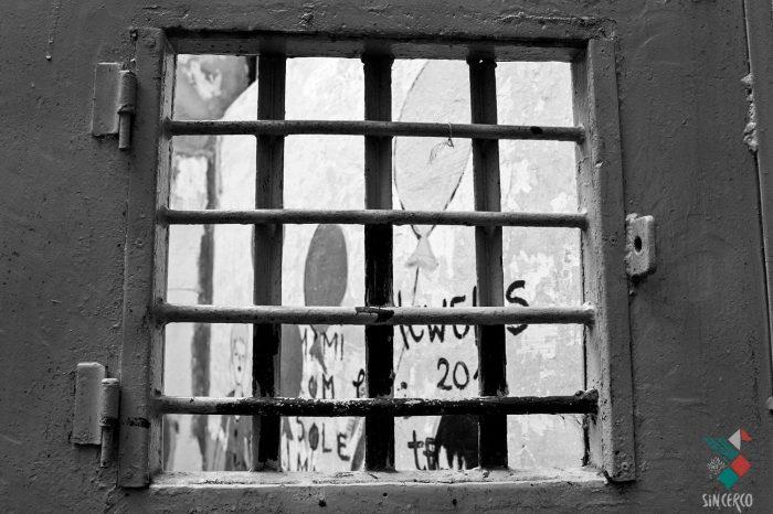 La cárcel de mujeres y su doble violencia