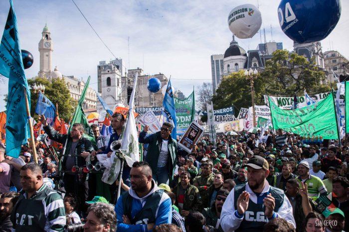 Movilización de la CGT en Buenos Aires: El trabajo es un derecho
