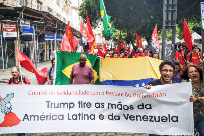 """Trump tire as mãos da América latina e da Venezuela"""