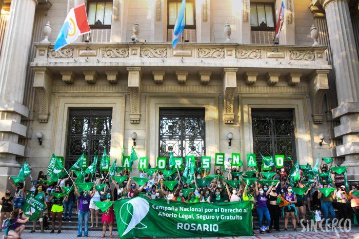 Un pañuelazo verde se llevó a cabo en Plaza San Martín después del dictamen del Senado.
